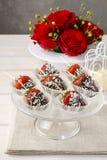 czekoladki zanurzyć truskawki Obrazy Stock