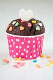 Czekoladowa babeczka z kierowym cukierkiem Zdjęcia Royalty Free