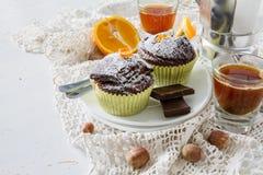 Czekoladowa i pomarańczowa babeczka z kawą Obraz Stock