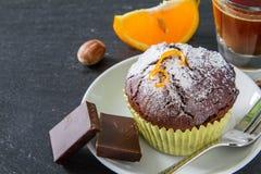 Czekoladowa i pomarańczowa babeczka z kawą Zdjęcie Royalty Free