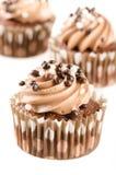 Czekoladowe babeczki z czekoladowym lodowaceniem i dekoracją  Obrazy Stock