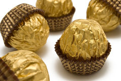 czekoladowe cukierki złotego opakowanie Zdjęcie Stock