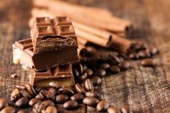 Czekoladowego cukierku baru cofee fasoli cynamon horyzontalny Zdjęcia Stock