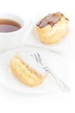 Czekoladowego eclair deseru sproszkowany cukier Zdjęcia Stock