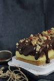 Czekoladowego i waniliowego puddingu tort Obrazy Royalty Free