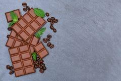 Czekoladowego mleka czekolad baru karmowych cukierków copyspace łupkowy wierzchołek vi obraz stock