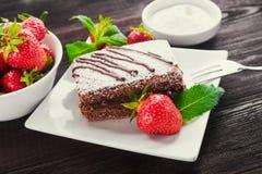 Czekoladowego torta i owoc truskawka Obraz Stock