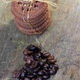 Czekoladowego układu scalonego ciastka I Kawowe fasole zdjęcia stock