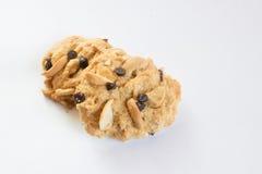 Czekoladowego układu scalonego ciastko na białym tle Fotografia Royalty Free