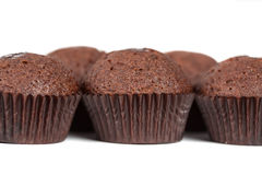 Czekoladowi babeczek muffins na bielu Zdjęcie Stock