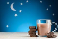 Czekoladowi ciastka i kakao obraz stock