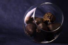 Czekoladowi cukierki z orzechami włoskimi Zdjęcie Stock