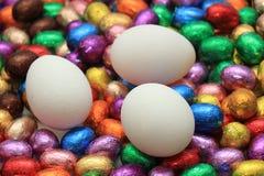 Czekoladowi i kurni Easter jajka Zdjęcia Royalty Free
