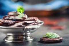 Czekoladowi Miętowi ciastka Mennica miętówka mentol Czarna czekolada z miętową śmietanką Czarna czekolada z nowym farszem Zdjęcie Royalty Free