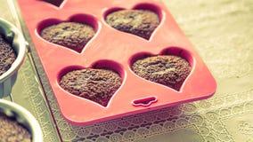 Czekoladowi muffins (Filtrujący wizerunek przetwarzający rocznik ef obrazy royalty free