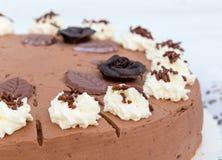 Czekoladowy śmietanka tort z tort koronką w szczególe Zdjęcia Royalty Free