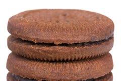 czekoladowy ciastek sterty biel Zdjęcie Royalty Free
