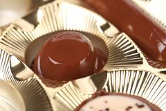 Czekoladowy cukierek w opakowaniu. Zakończenie up Fotografia Stock
