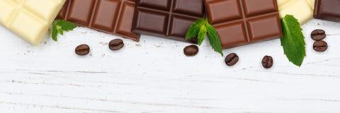 Czekoladowy czekolada baru cukierków sztandaru copyspace drewna karmowy wierzchołek v Zdjęcia Royalty Free
