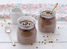 czekoladowy deserowy szklany słój Zdjęcia Stock