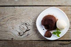 Czekoladowy fondant - lawa tort z waniliowym lody Obraz Royalty Free