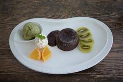 Czekoladowy lawa tort ustawia z lody i owoc Zdjęcie Stock