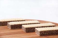 Czekoladowy opłatek na kuchennej drewnianej desce Obraz Stock
