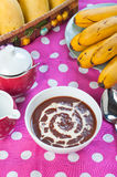 Gorącego champorado lub słodkiej czekolady ryż owsianka Fotografia Stock