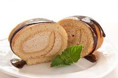 Czekoladowy szwajcarskiej rolki tort z mennicą Zdjęcie Royalty Free
