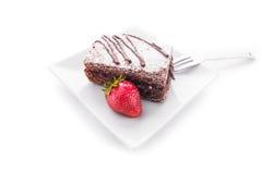 Czekoladowy tort i świeże truskawki Obrazy Royalty Free