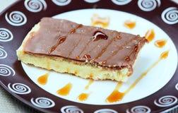 Czekoladowy tort na talerzu Fotografia Stock