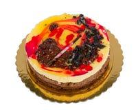 Czekoladowy tort z ciastkami odizolowywającymi obrazy stock