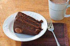 Czekoladowy tort z gorącym kakao Zdjęcia Royalty Free