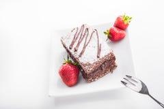 Czekoladowy tort z truskawkami owocowymi Fotografia Stock