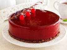 Czekoladowy wiśnia tort zakrywający Obrazy Royalty Free