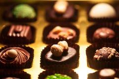 czekolady Asortyment świetne zmroku, brown i białych czekolady, Obrazy Stock