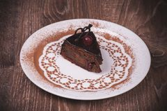 Czekolady i wiśni torta plasterek Obrazy Royalty Free