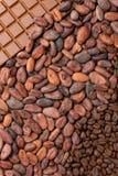 Czekolady, kakao i kawowych fasoli tło, Pionowo fotografia obrazy stock