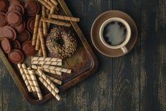 Czekolady tło czekolada Filiżanka gorąca czekolada, cytryna, n Fotografia Stock