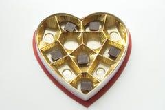 Czekolady w serce kształtującym pudełku i cynie Zdjęcia Royalty Free