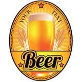 Czerń i złocista lekkiego piwa etykietka Royalty Ilustracja