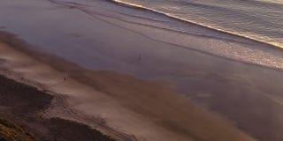 Czerń plaża kryjący brzeg i Pacyficzny ocean obraz stock