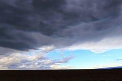 Czerń i burzowe chmury Obrazy Royalty Free