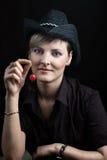 czereśniowa dziewczyny mienia czerwień fotografia stock