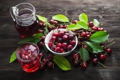 Czereśniowe owoc i sok w szkło Fotografia Stock