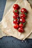 Czereśniowego pomidoru Skewers z morza Oregano i solą Obrazy Royalty Free
