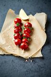 Czereśniowego pomidoru Skewers z morza Oregano i solą Zdjęcie Stock