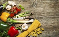 czereśniowi tło składniki odizolowywali makaronu spaghetti pomidorowego biel Zdjęcia Royalty Free