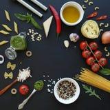 czereśniowi tło składniki odizolowywali makaronu spaghetti pomidorowego biel Fotografia Royalty Free