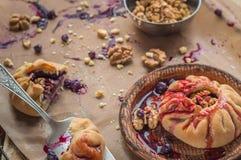 Czereśniowy kulebiak z orzechami włoskimi Fotografia Royalty Free